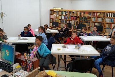 uchenici-biblioteka-ss.jpg